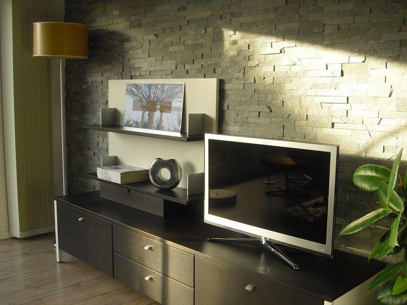 steinwand wohnzimmer grau steinwand im wohnzimmer. Black Bedroom Furniture Sets. Home Design Ideas