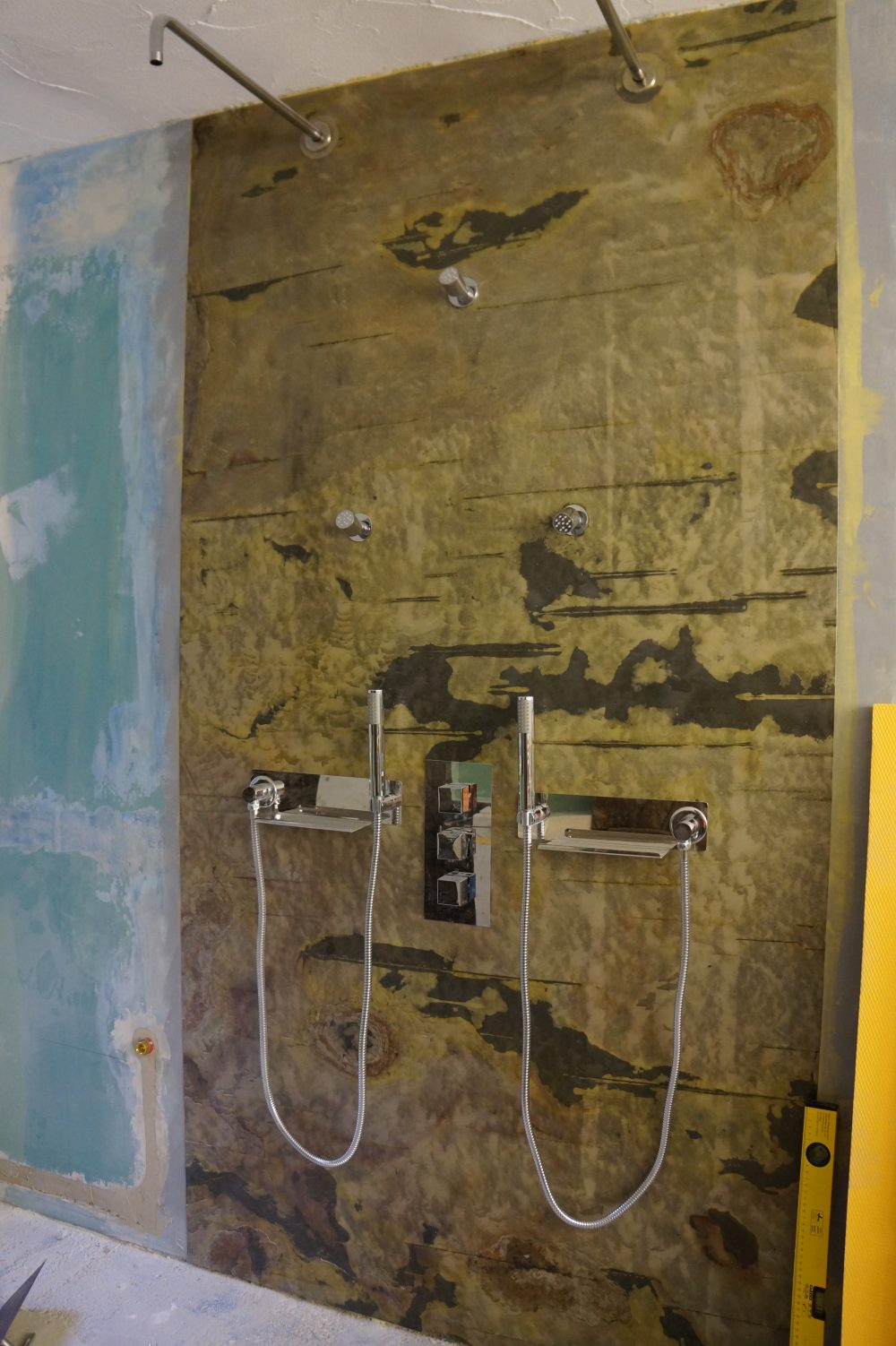 Duschwand mit Schieferfurnier Modernstone Indian Autum