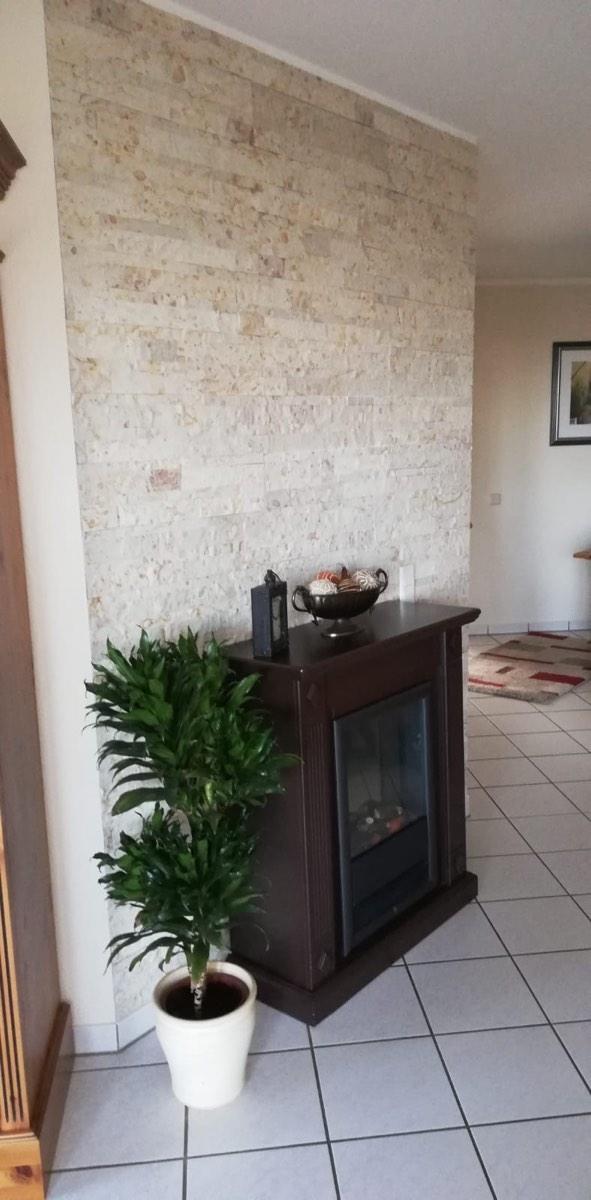 Steinpaneele Natursteinriemchen selbstklebende Steinoptik grau antrazit badezimmer