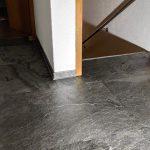 Schieferfurnier Wandverkleidung grau anthrazit Steinwand Wandgestaltung Steinfurnier Bodenplatten