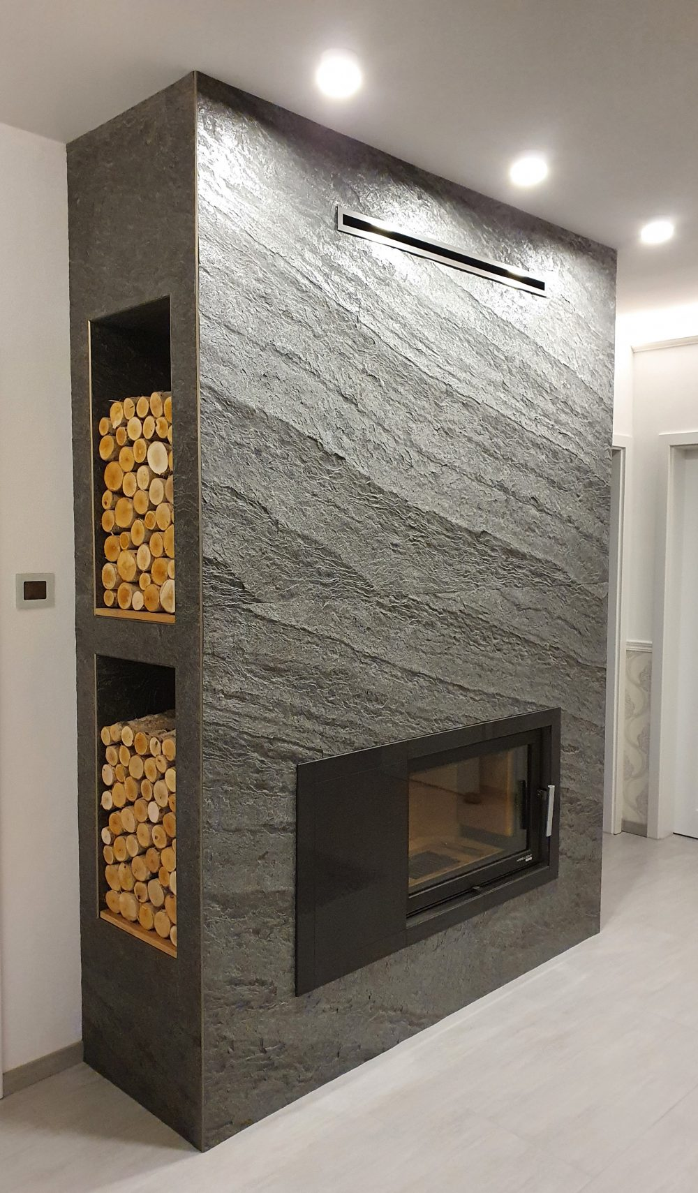 Schieferfurnier Wandverkleidung grau anthrazit Steinwand Wandgestaltung Steinfurnier Kaminverkleidung