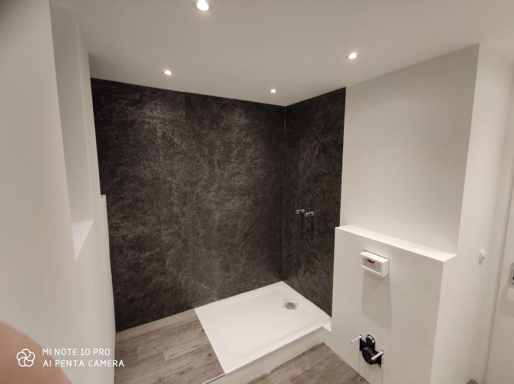 Schieferfurnier Wandverkleidung grau anthrazit Steinwand Wandgestaltung Steinfurnier Dusche
